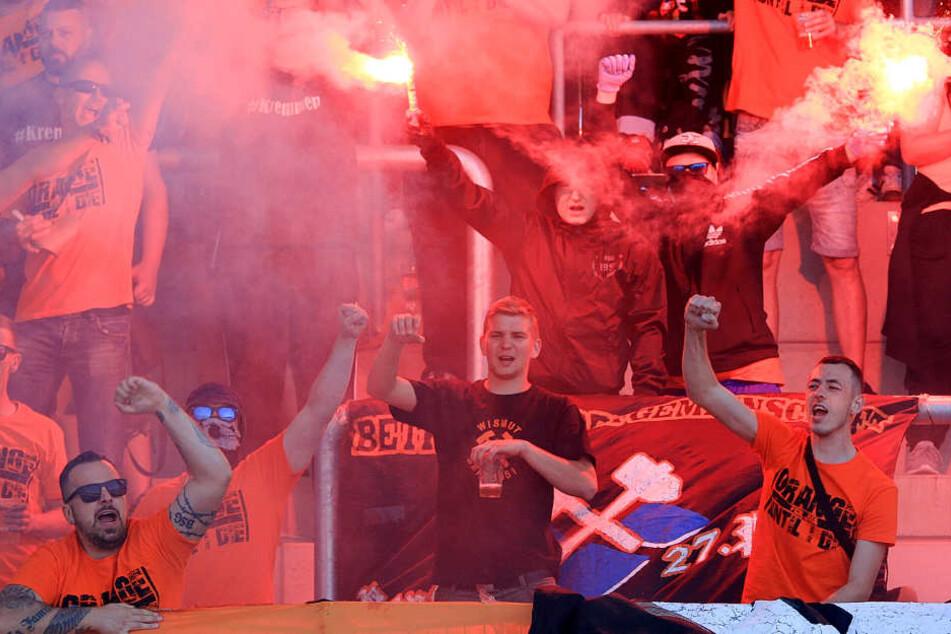 Nach Pokal-Spiel: Fußball-Chaoten greifen Polizisten in Erfurt an