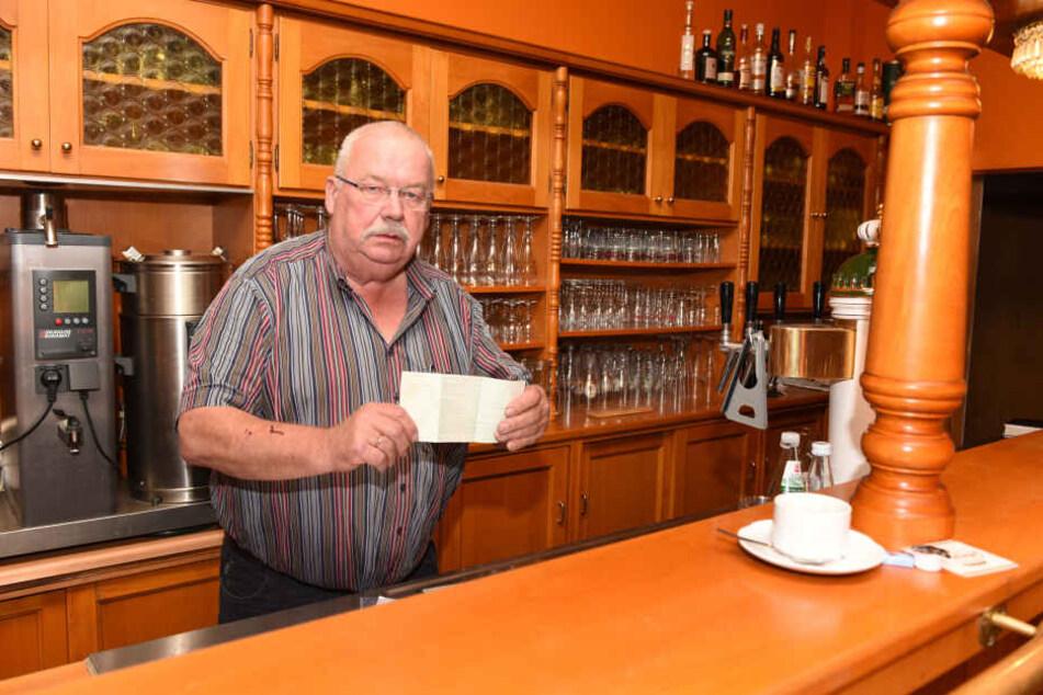 Dem Jonsdorfer Original Gert Linke (60) ist das Lachen vergangen. Einbrecher haben ihm das Restaurant verwüstet und den Transporter geklaut.