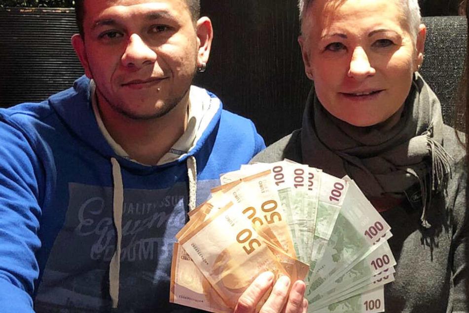 Robin Grader (l.) und Ulrike Eckert (r.) mit den bislang gesammelten Spenden.