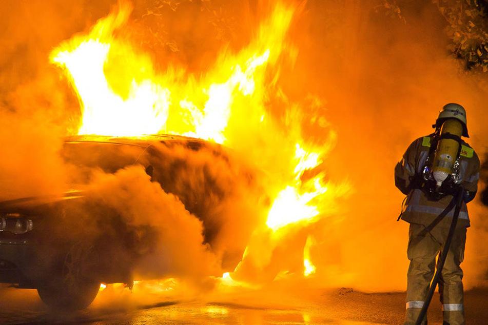 Schon wieder brannte ein Auto in Miltitz: Mittwochnacht fackelten Unbekannte einen Toyota Avensis ab.