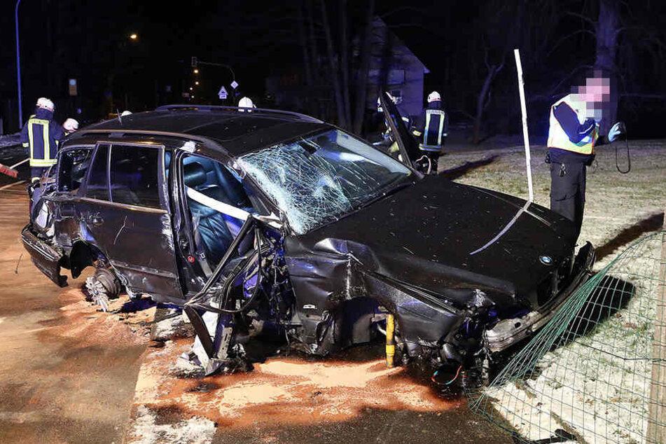 Das Auto wurde bei dem schweren Unfall völlig zerstört.