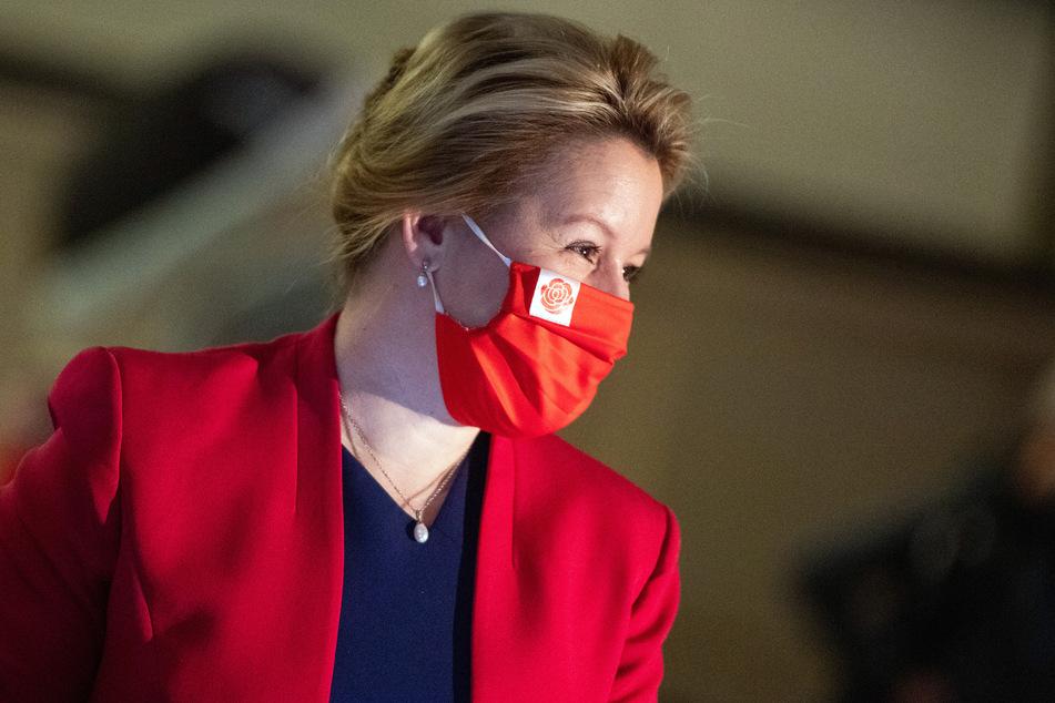 Bundesfamilienministerin Franziska Giffey (SPD, 42) befürchtet wegen der Corona-Beschränkungen mehr häusliche Gewalt an Frauen um die Weihnachtstage.