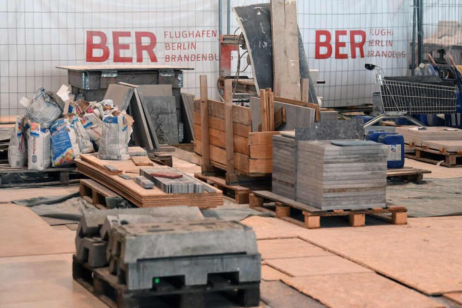 Baumaterialien im Hauptterminal des neuen Hauptstadt-Flughafens BER. (Archiv)