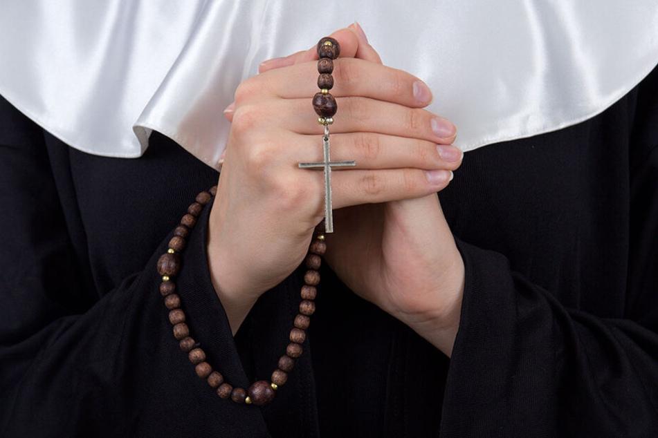 Möglicherweise vermisste die Nonne das Gefühl von Liebe und ließ sich deshalb von dem Heiratsschwindler umgarnen.