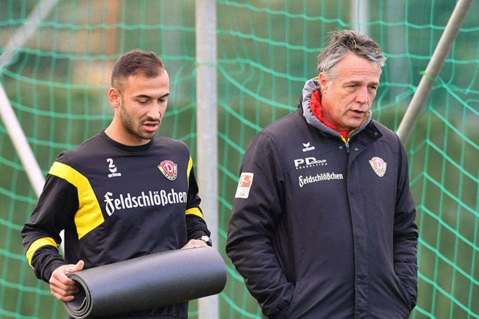 Akaki Gogia (l.) im Gespräch mit Trainer Uwe Neuhaus.