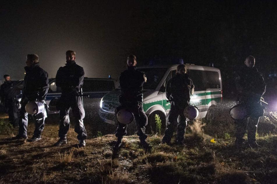 Hambacher Forst: Brandanschlag und erneuter Angriff auf Polizisten