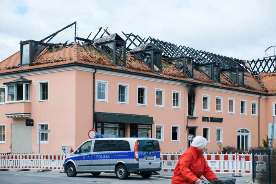 """Am Morgen des 21. Februar brannte der """"Husarenhof""""."""