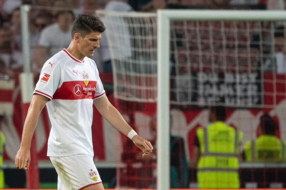 Der Kopf gesenkt, nachdenklicher Blick: Gomez am Donnerstagabend nach Abpfiff in Berlin.