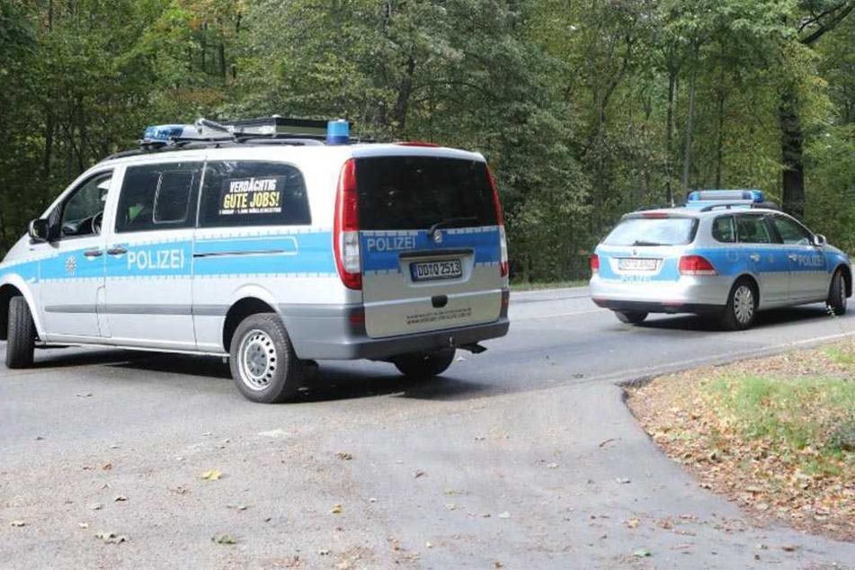 Die Polizei sperrte den Bereich um den Fundort an der Radeberger Landstraße weiträumig ab.