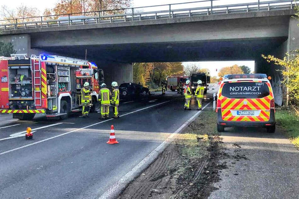 Autofahrer knallt gegen Brücke und stirbt in Unterführung
