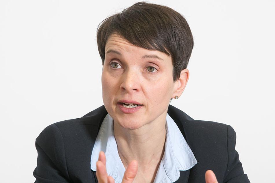 Am Donnerstag entzog der Bundestag der Ex-AfD-Chefin die Immunität. Nun droht Petry ein Prozess wegen des Verdachts auf Meineid.