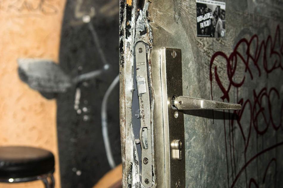 Die Türen im Jugendzentrum wurden durch die Beweissicherungs- und Festnahmeeinheit (BFE) aufgebrochen.
