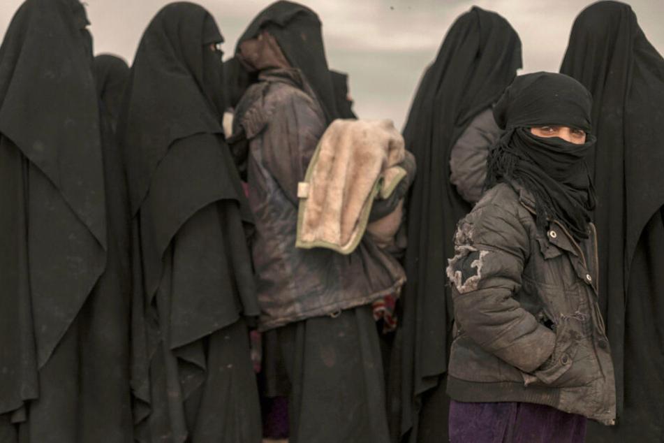 Rückkehrerinnen aus dem IS-Gebiet und ihre Kinder beschäftigen immer wieder die Sicherheitsbehörden in Deutschland (Symbolbild).