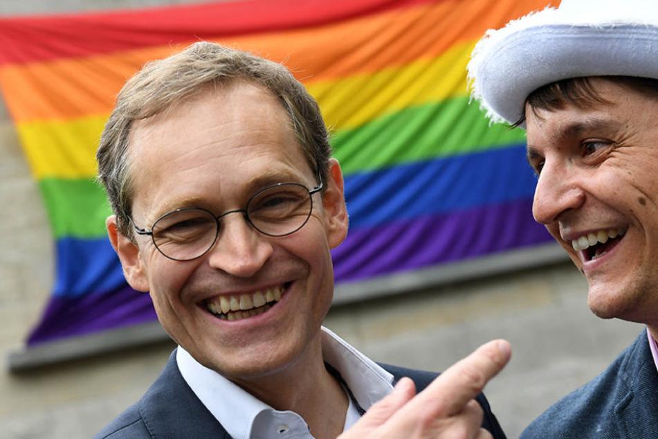 Berlins Regierungschef Michael Müller mit Jörg Steinert, dem Chef des Lesben- und Schwulenverbands Berlin-Brandenburg, bei der Eröffnung der Pride Weeks 2017.