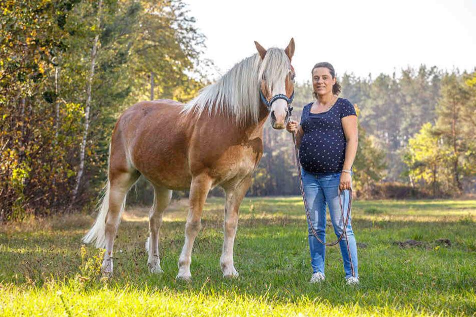 Anne-Katrin Morawitz-Hahn (30) stellt Unikate aus Pferdehaaren her. Inspiration liefert ihr ihr eigenes Pferd Moritz.