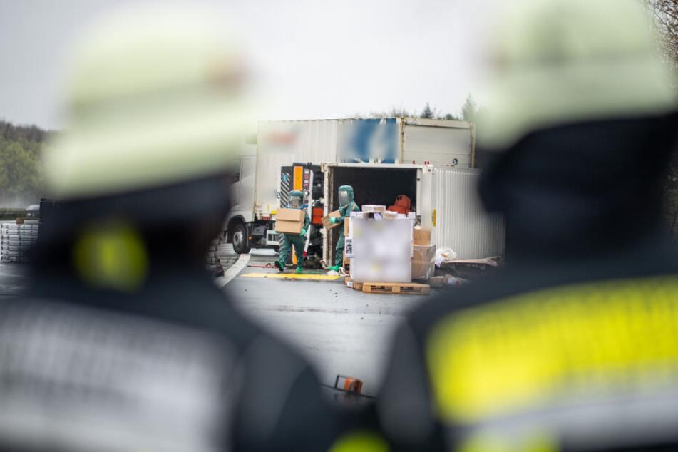 Reinigungsmittel läuft nach Unfall aus Gefahrgut-Transporter
