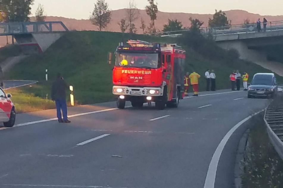Ein Motorradfahre rist am Sonntagabend auf der B28 nahe Metzingen gestorben.