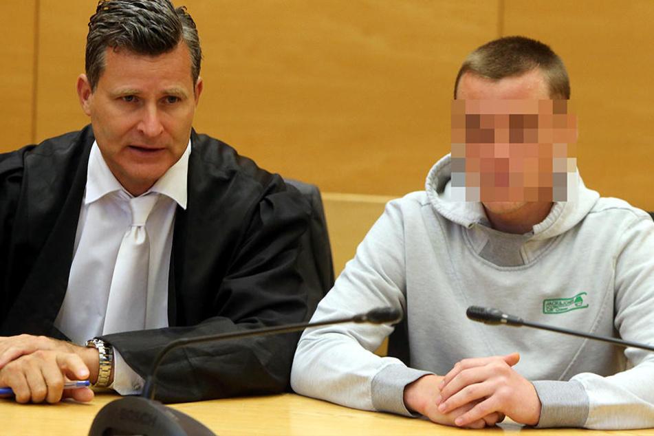 Vor Gericht: Der Angeklagte mit seinem Anwalt Detlev Binder.