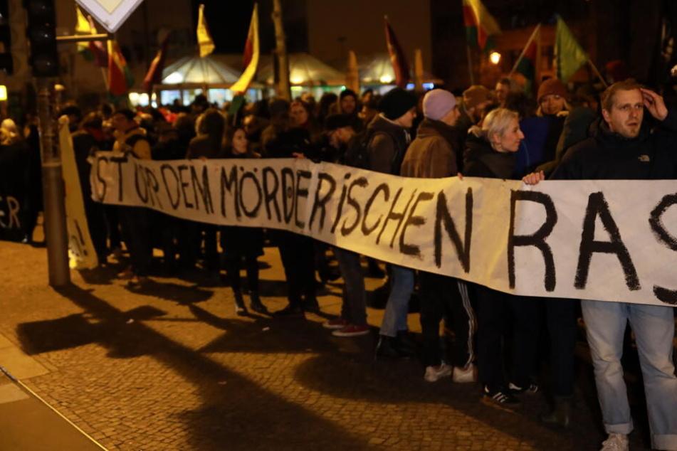 Hunderte Leipziger gedachten an der Eisenbahnstraße den Opfern.