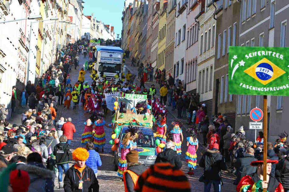 Tolles Wetter, gute Stimmung und Konfettiregen. Meerane feierte am Sonnabend die 24. Auflage seines Straßenfaschings.