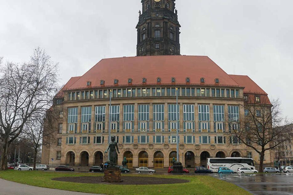 Die Goldene Pforte am Rathaus ist saniert, einige Teile des Gebäudes benötigen aber noch eine Umgestaltung.