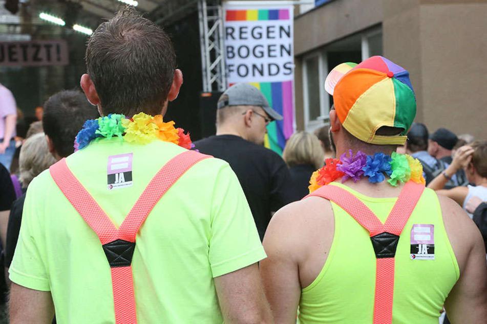 Das schwul-lesbische Straßenfest, das jährlich eine Woche vor dem CSD in Berlin stattfindet, bietet ebenfalls die Gelegenheit neue sexuelle Bekanntschaften zu schließen. (Symbolbild)