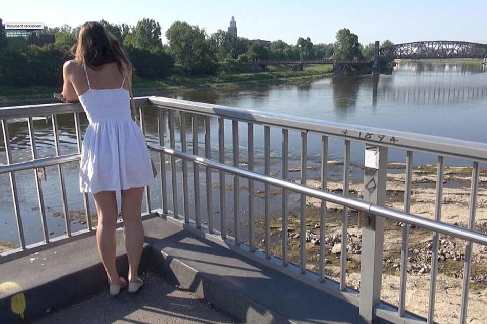 Fast bis zur Mitte kann man in das Flussbett der Elbe hineunlaufen.