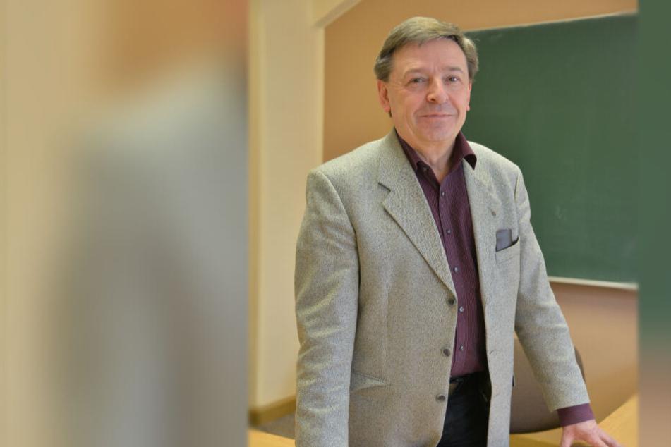 Erlebt die Konsequenzen sächsischer Bildungspolitik hautnah: Werner Weißflog (60) vom Studienkreis Chemnitz.