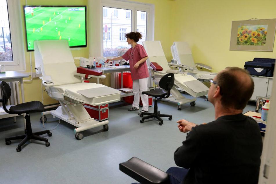 Blutengpässe: Uni-Klinik will mit WM-Übertragung zum Spenden animieren
