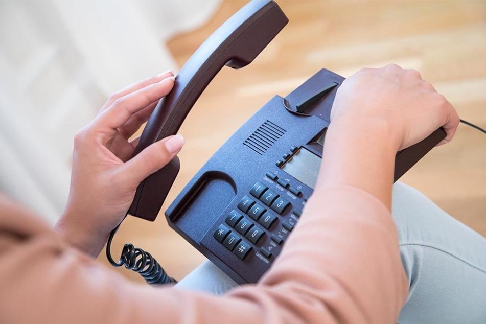 Manche Handwerksbetriebe geben in Werbeanzeigen Telefonnummern mit lokaler Ortsvorwahl an, obwohl sie gar nicht in der Umgebung sitzen.