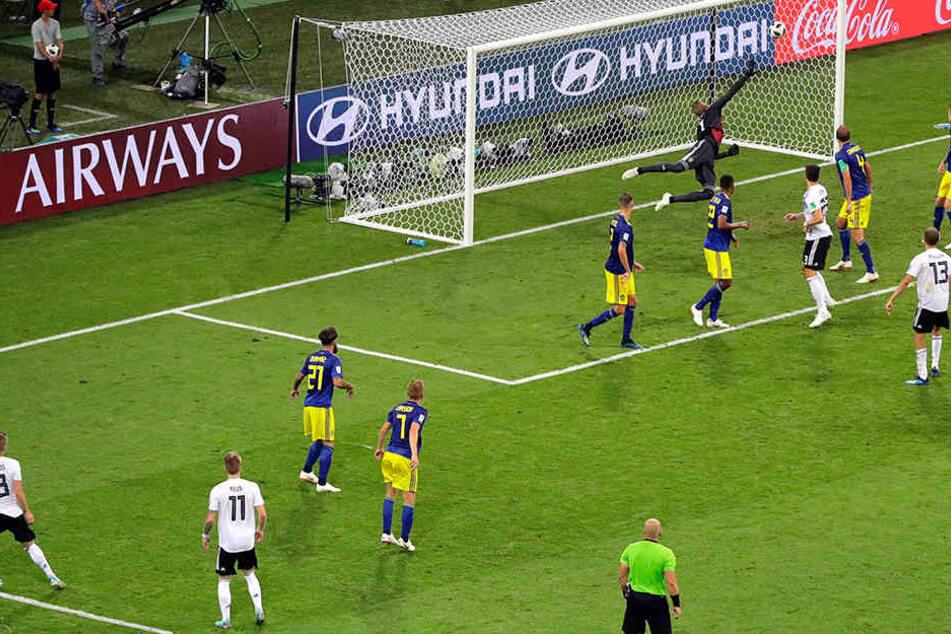 Außerdem kämpfen Deutschland und Schweden nach dem späten Siegtreffer der DFB-Elf noch um das Weiterkommen.