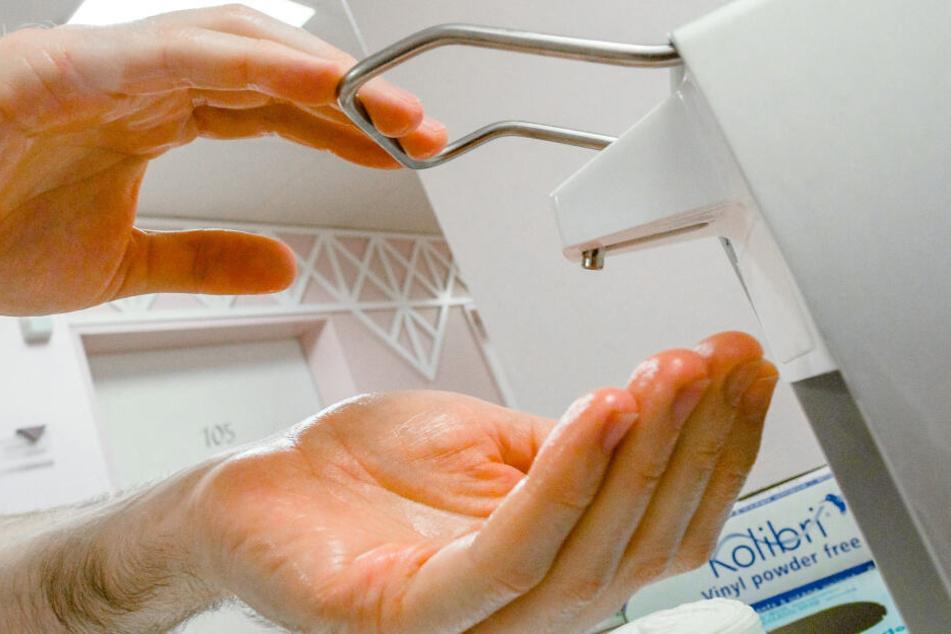 Laut den Experten würden sich Coronaviren ganz leicht durch gründliches Händewaschen abreiben lassen. (Symbolbild)