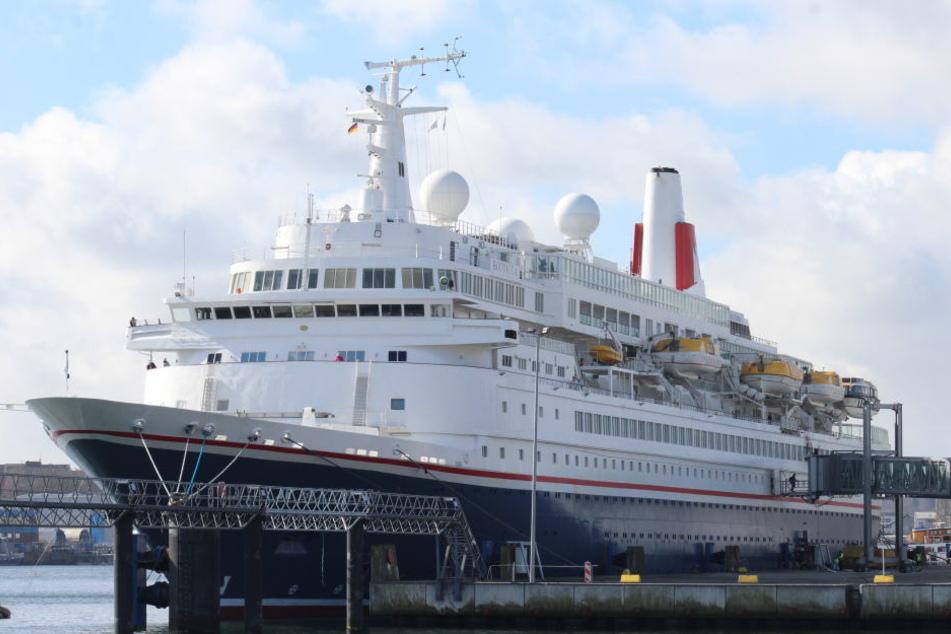 """Mit der Ankunft der """"Boudicca"""" beginnt die diesjährige Kreuzfahrtsaison in Rostock."""