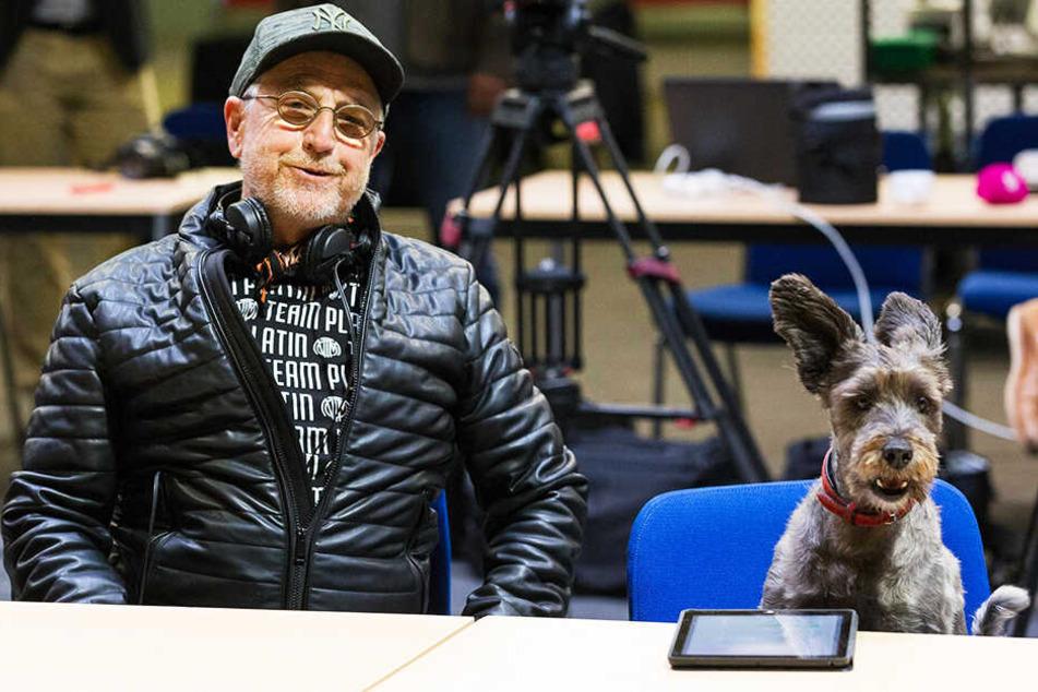 Sein Hund Teddy weicht Martin Semmelrogge nicht von der Seite