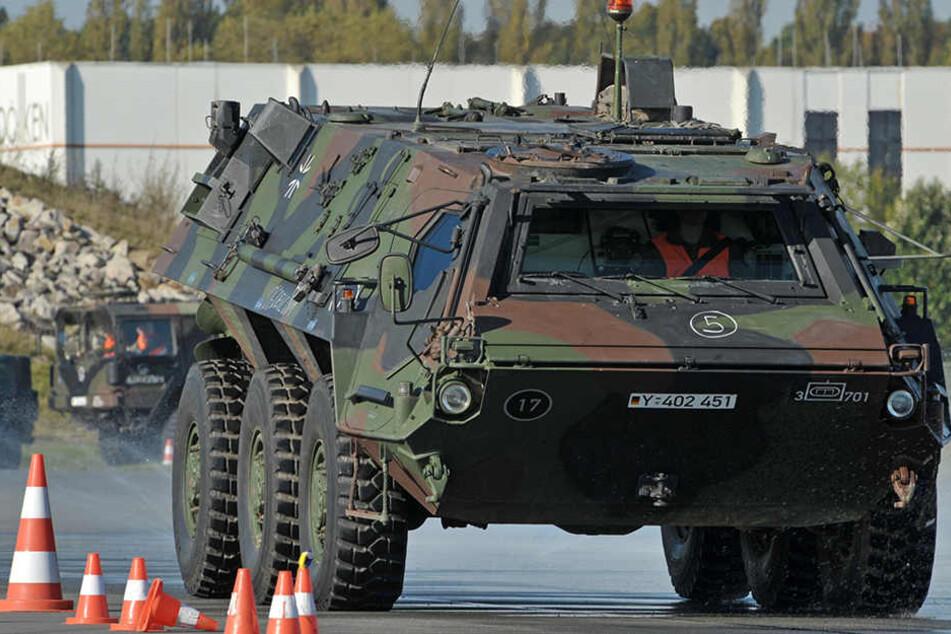 """Aus einem solchen """"Fuchs""""-Panzer wurden Waffen, Pistolen und Munition gestohlen. (Symbolbild)"""