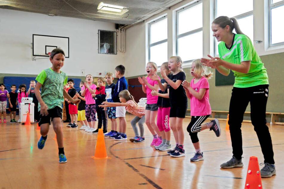 Sprint-Parcours in der Valentina-Tereschkowa-Grundschule: Die Schüler aus der Klasse 1a haben sich alle für das Finale am Samstag im Vita-Center qualifiziert.