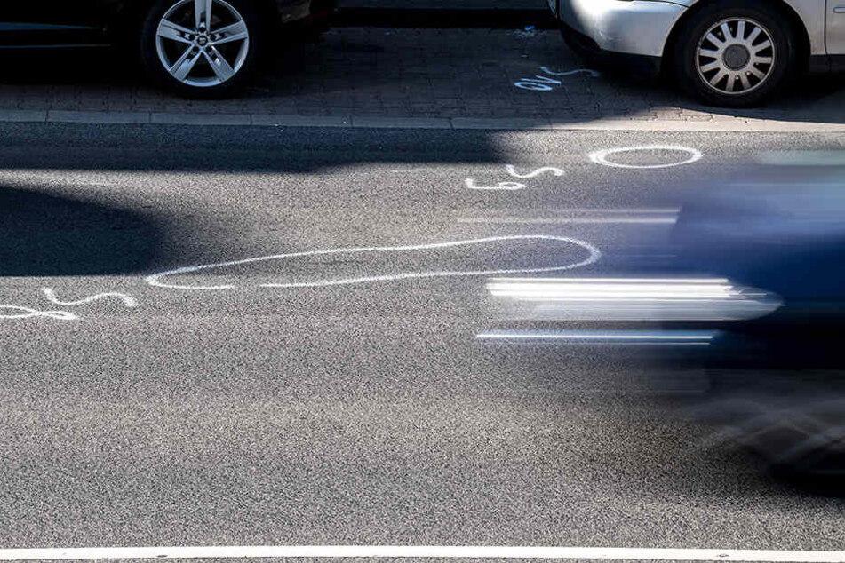 Der Verkehrsermittlungsdienst prüft dem genauen Unfallhergang und befragt Unfallzeugen. (Symbolbild)