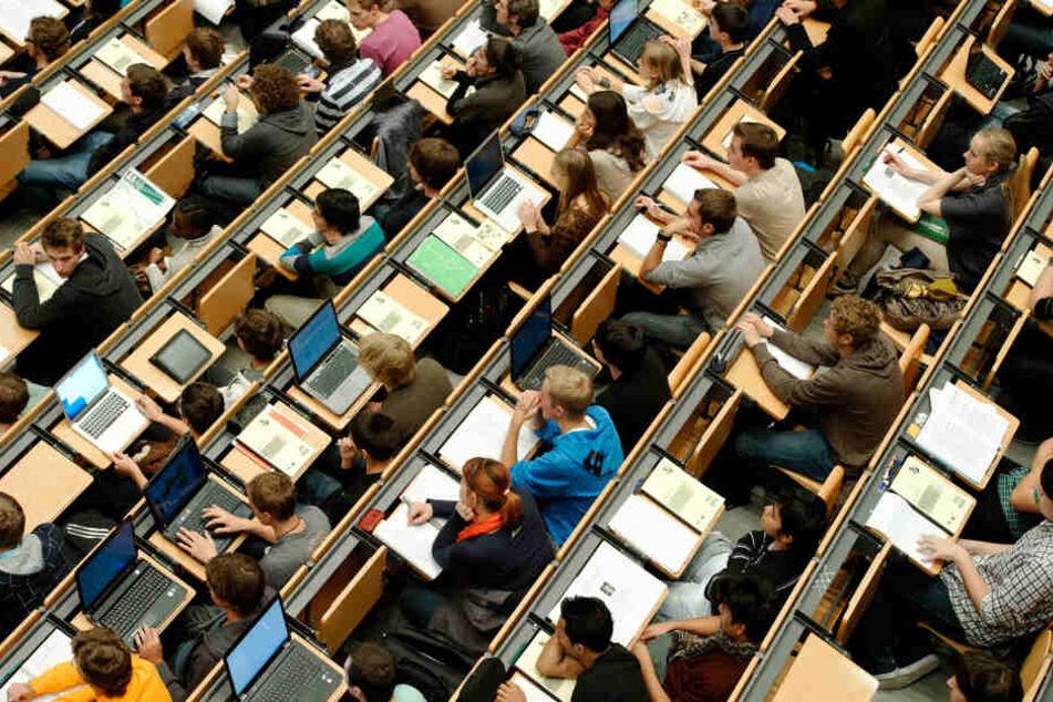 Diesen Ausländern drohen in NRW Studiengebühren