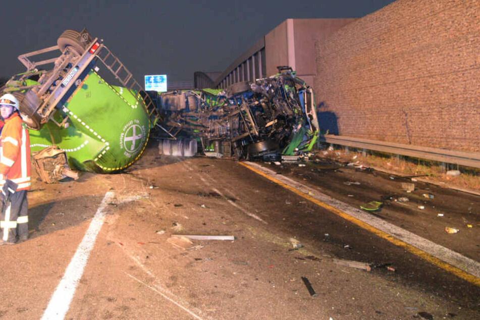 Der LKW-Fahrer wurde nur leicht verletzt, sorgte aber für Verkehrs-Chaos.