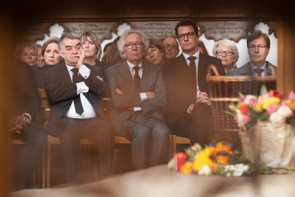 Herbert Reul (CDU, l-r), Stephan Holthoff-Pförtner und Hendrik Wüst nehmen Teil an einem kumenischen Gottesdienst zum Gedenken an die Opfer der Amokfahrt.