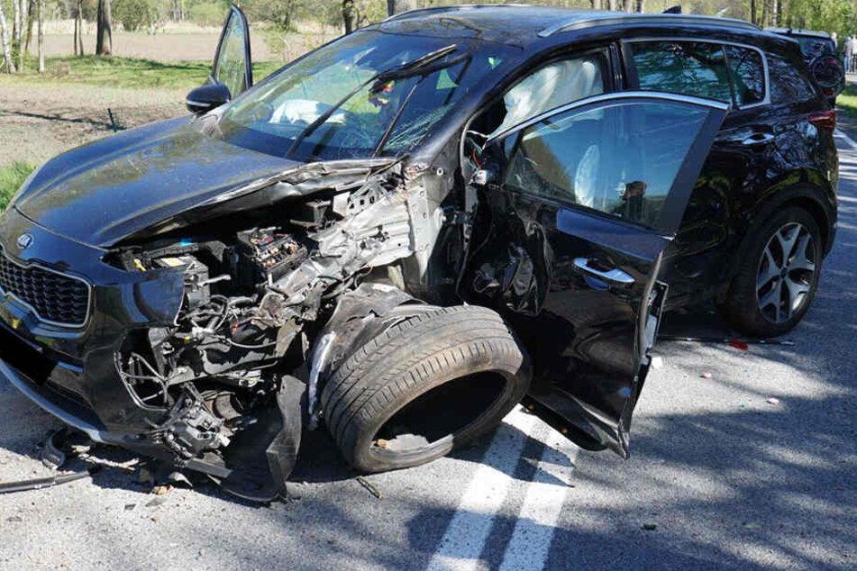 Der Kia wurde bei dem Unfall schwer beschädigt.