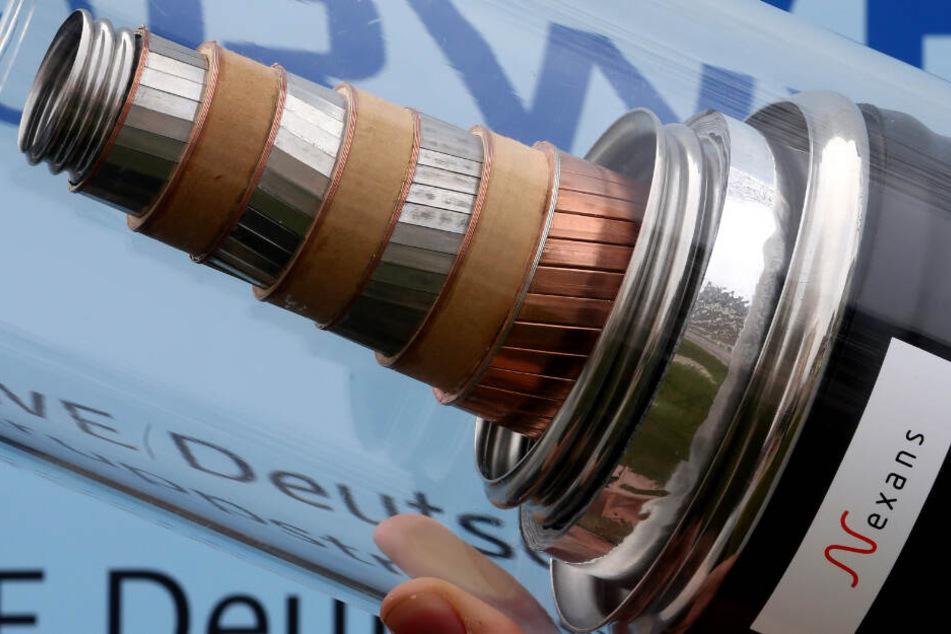 Das Modell eines Supraleiter-Stromkabels. Das neue Kabel überträgt deutlich mehr Strom als herkömmliche Kupferkabel. (Symbolbild)