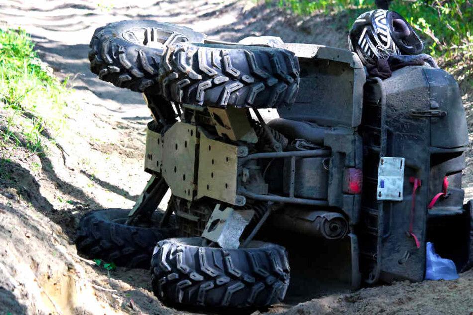 Das Quad stürzte einen Abhang in der Tonkuhle hinunter. (Symbolbild)