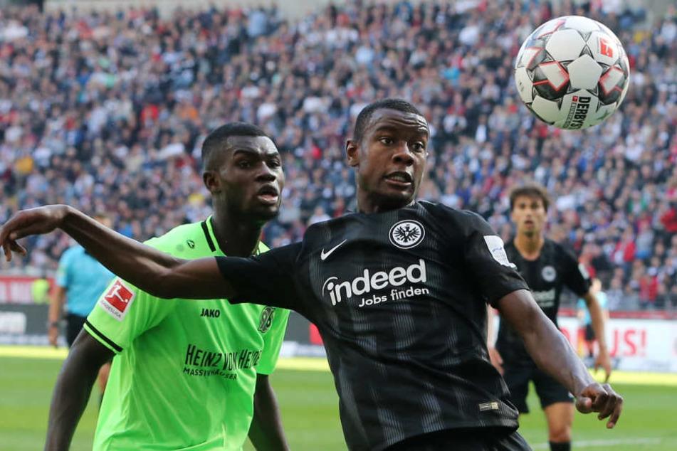 Eintracht-Youngster Evan N'Dicka (Re.) kam zu Saisonbeginn von AJ Auxerre aus Frankreich.
