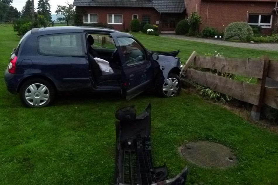 An einem Zaun kam der Wagen schließlich zum stehen.