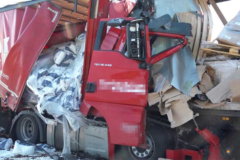 Bei einem Auffahrunfall auf auf der Autobahn 3 bei Nürnberg sind fünf Lastwagen ineinander gekracht.