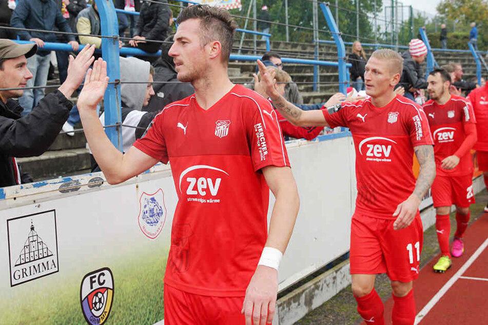 Die Zwickauer Spieler konnten nach dem 2:0-Sieg in Grimma mit den Fans feiern.