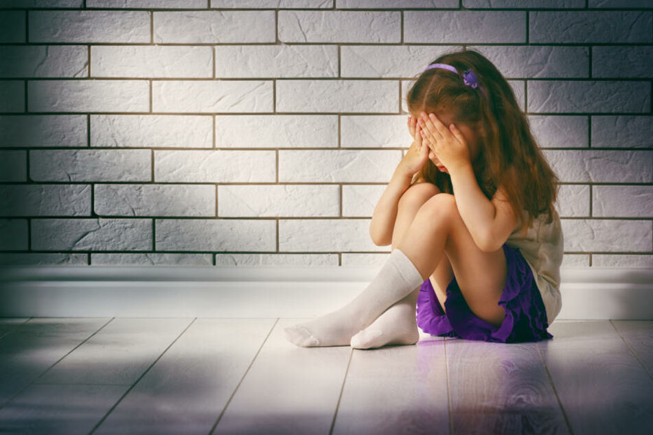 Mann gibt zu, Tochter von Freundin missbraucht und Kinderpornos runtergeladen zu haben