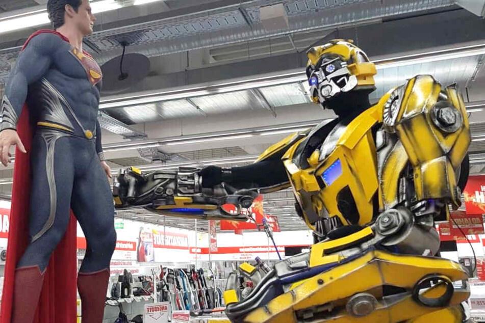 Trefft Bumblebee (rechts) am Samstag ab 14 Uhr im MediaMarkt Wuppertal!