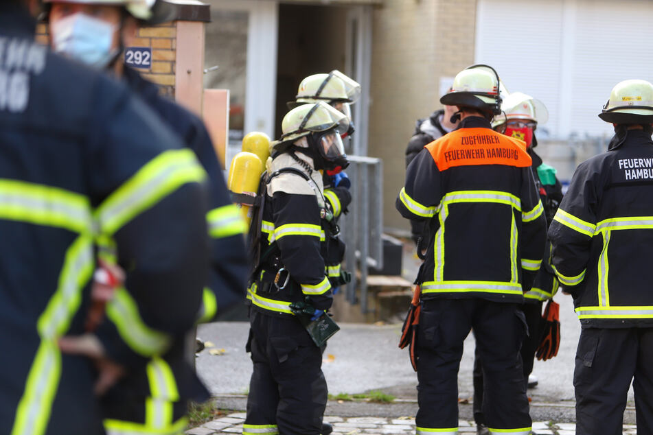 Hamburg: Großeinsatz für die Hamburger Feuerwehr: Essigsäure ausgetreten!